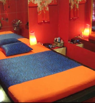 Telephones  of parlors erotic massage  in Hoorn  (NL)